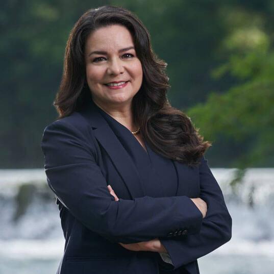 Adriana Cruz Headshot